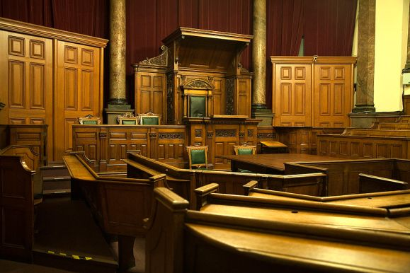 1024px-Courtroom-by-Fayerollinson