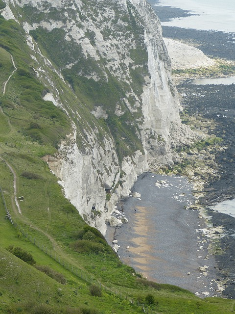 white-cliffs-123478_640