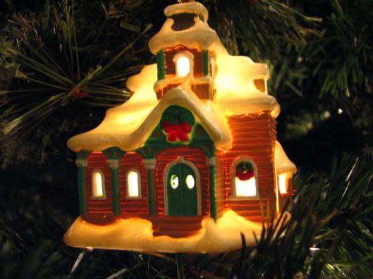 Chr-ornament-vict-house