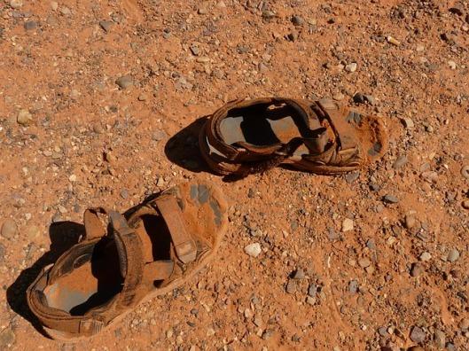 sandals-4563_640