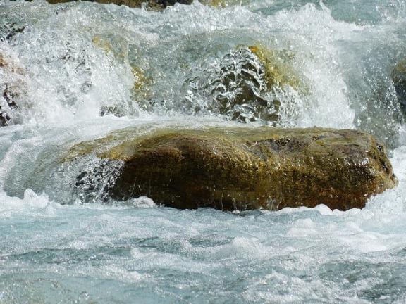 river-177314_640