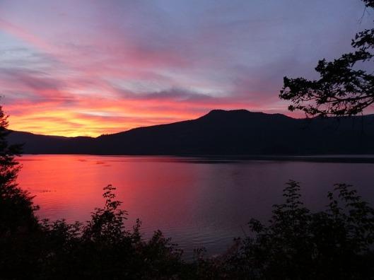 sun-rise-183513_640