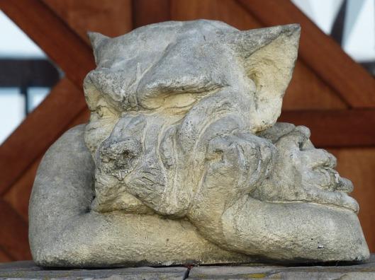 statue-100399_640