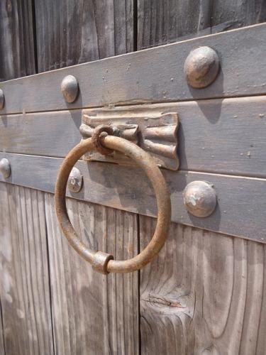 knocker-164020_640