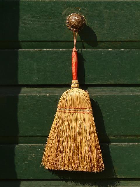 broom-6432_640