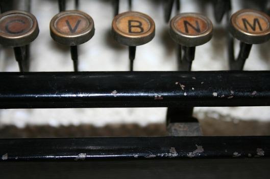 typewriter-79025_640
