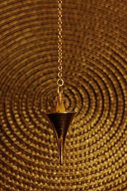 pendulum-235154_640