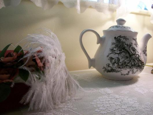 Black-toile-tea-pot