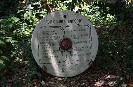 ten-commandments-187967_640