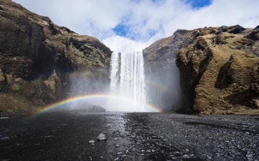 waterfall-983919_640