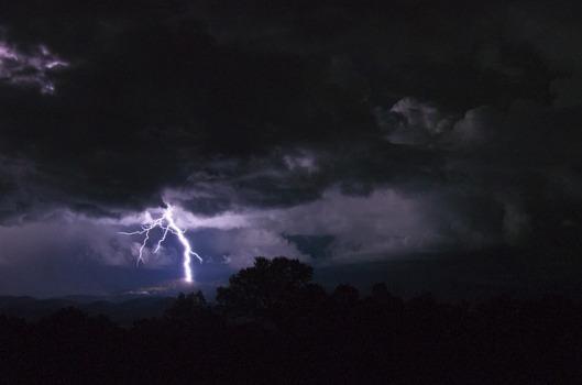 lightning-1550383_640