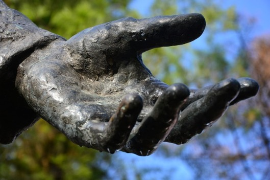 hand-1876119_640